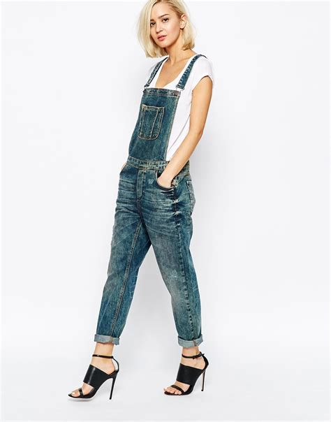 Rara Overall hilary duff in ripped overalls as she enjoys some