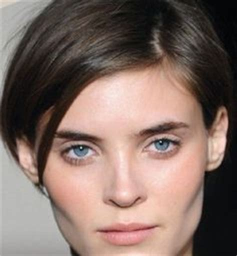 cut your own hair short at ear lobe ear lobe length inverted bob with tapered nape inverted