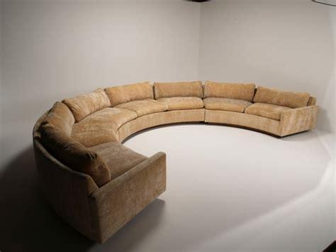 rundes sofa im wohnbereich  ideen fuer bequeme und