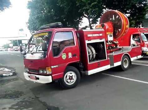 mobil pemadam kebakaran palembang youtube