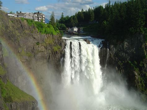 A Place Falls Snoqualmie Falls Is A Beautiful Rip Roaring Waterfall Photos Places Boomsbeat