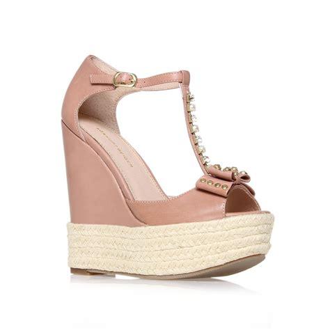 kg kurt geiger nimes bow embellished wedge shoes in beige
