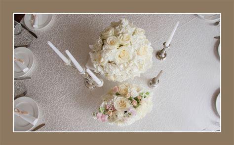 Hochzeitsdeko Blumen by Wei 223 E Hochzeitsdekoration Mit Blumenschmuck