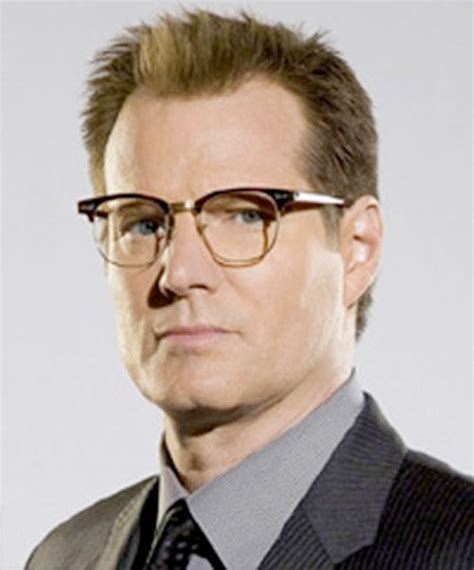 actor with thick rimmed glasses noah bennet heroes tv series nbc jack coleman