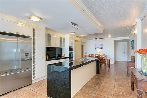 cairns appartments cairns accommodation cairns city centrepoint apartments last minute deals