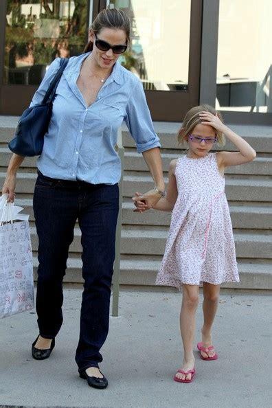 Garner Violet Go Shopping by Garner Goes Shopping With Violet In