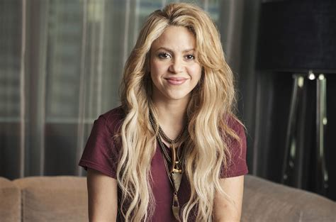 el arte del sencillo chantaje de shakira feat maluma cortesa sony shakira asks fans to assist mexican earthquake relief