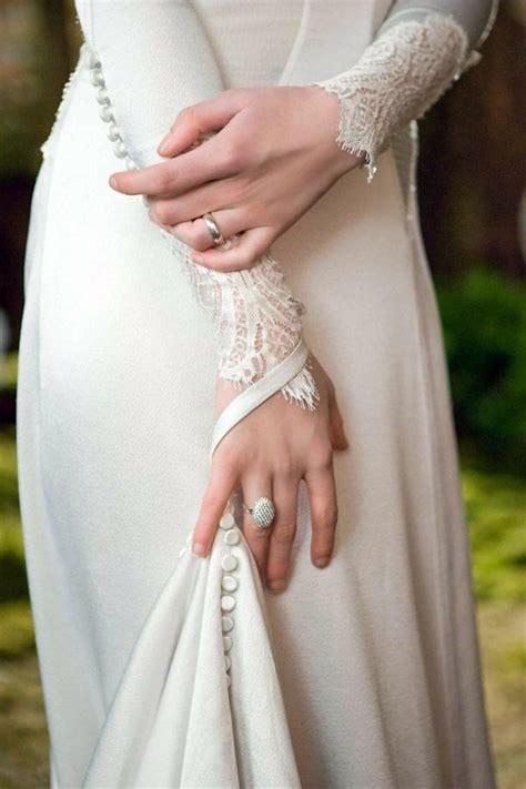hochzeitskleid bella swan first photos of bella s breaking dawn wedding dress