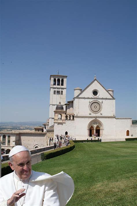casa papa assisi papa francesco quot torna a casa quot l eco di san gabriele