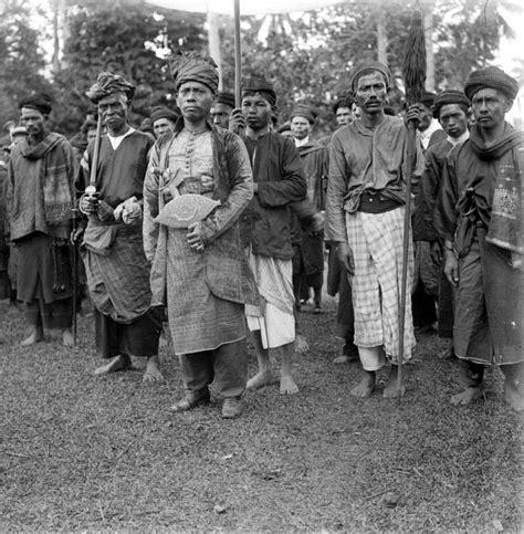 Perang Gerilja file collectie tropenmuseum adathoofden de minangkabau met gevolg tmnr 10026889 jpg