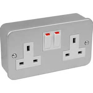 Electrical Accessories Metal Clad Switched Socket 2 Gang Double Pole Toolstation
