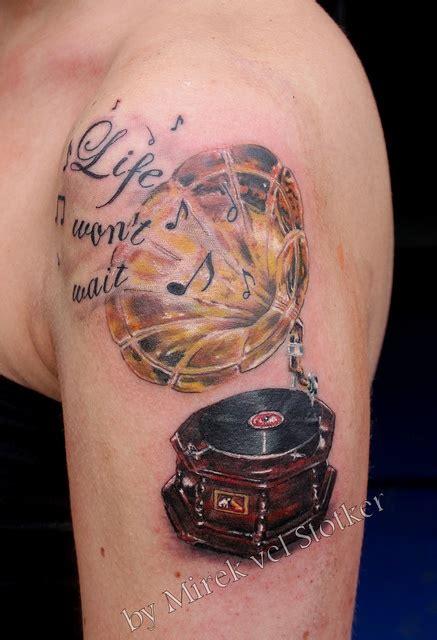 phonograph tattoo 25 beautiful gramophone ideas on