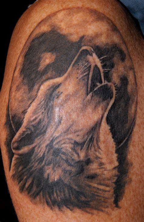 howling wolf tattoo wolf images designs