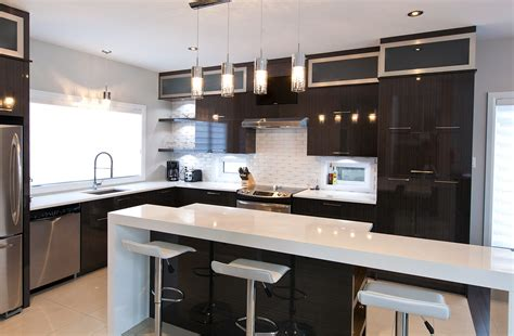 cuisine et comptoir cuisine chic avec portes de stratifi 233 au fini lustr 233 et