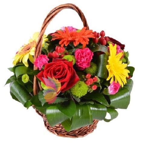cesti di fiori cesto fantasia spediamo fiori dolci e regali a domicilio