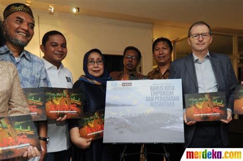 Buku Nguping Selebriti Barus foto peluncuran buku fotografi barus kota emporium dan peradaban nusantara merdeka