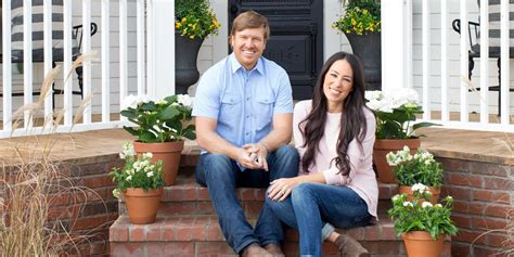 where do chip and joanna live fun facts about chip and joanna gaines hgtv s fixer