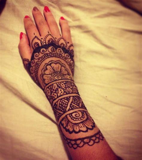 henna tattoo auf dem arm henna die 20 sch 246 nsten ideen f 252 r arm