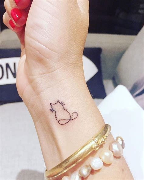 tiny cat tattoo 25 best ideas about tiny cat on simple