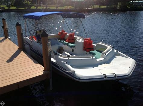what is a hurricane deck boat 2001 used hurricane fun deck gs 201 deck boat for sale