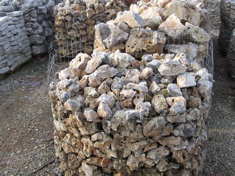 pietre ornamentali da giardino s f pietre lavorazione pietra estrazione pietra