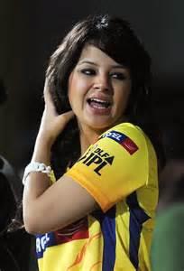 Sakshi dhoni in chennai super kings t shirt craziest photo