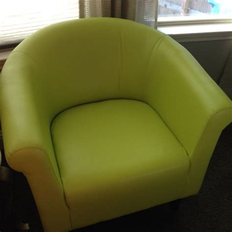 reupholster vinyl couch hometalk changing the color of vinyl chairs