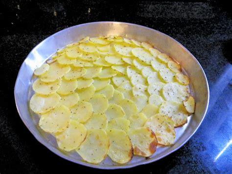 spigola su letto di patate spigole su letto di patate croccanti le ricette di mamma l 249