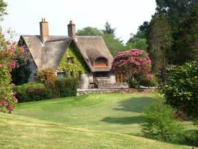 cottage in 1000 images about cottages on thatched roof