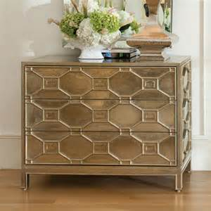 10 golden chests to decorate your entryway design