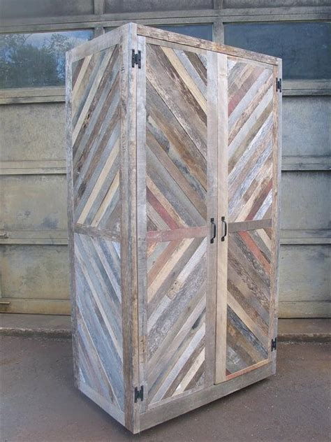 Diy Storage Cabinet Diy Pallet Chevron Hutch And Storage Cabinet 101 Pallets