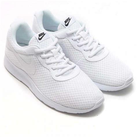 imagenes zapatillas blancas nike tanjun blancas hombre zapatillas nike casual