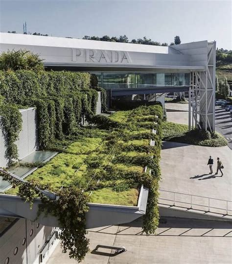 sede italia prada inaugura luxuosa sede na it 225 lia valor luxury lab
