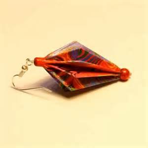 comment des boucles d oreilles en origami avec du papier