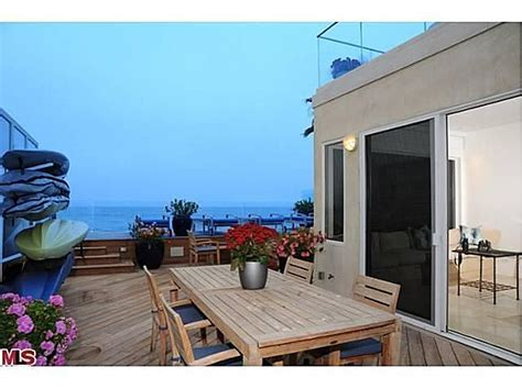 jim carrey house jim carrey sells malibu home for 13 4 million zillow porchlight