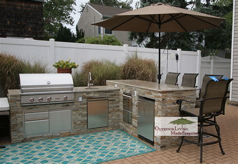 custom built l shaped outdoor kitchen with bump up bar