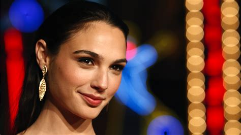 download film gal gadot gal gadot signed for three movies wonder woman digital