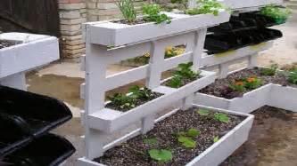 good Meuble Jardin En Palette #5: deco-palette-bois-pour-jardiniere-de-jardin.jpg