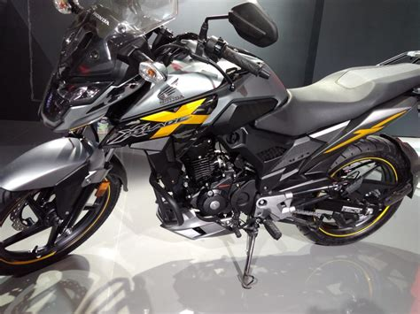 Lu Led Motor Honda Blade honda x blade 160cc live news motorcycle unveiled in india