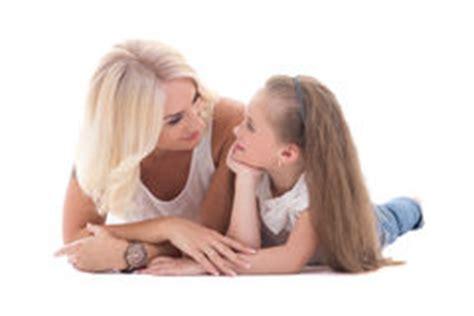 libro talking to my daughter una ni 241 a est 225 hablando con su madre fotos de archivo imagen 14644453