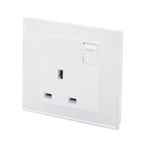 pg 13a single socket with switch white