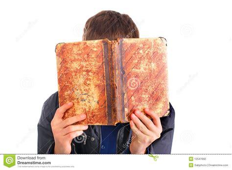 libro il complotto contro lamerica persona con el libro viejo fotograf 237 a de archivo imagen 12547692