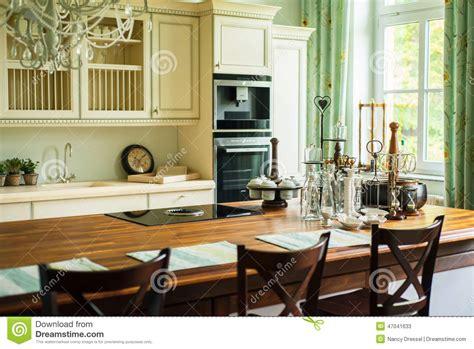 cuisine style ancien nouvelle cuisine moderne dans le style ancien image stock