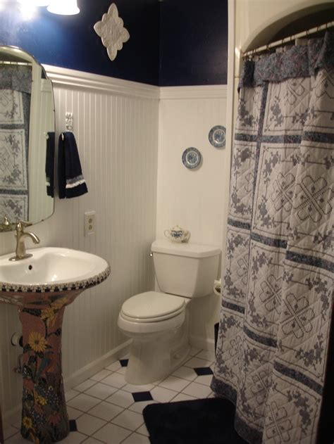 pedestal sink curtain 181 best images about quilts decorating with on pinterest