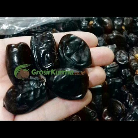 Grosir Kurma Sukkari Kurma Madunya Saudi Kurma Saudi Asli black sayer sa ad 10 kg 1 dus grosir kurmagrosir kurma
