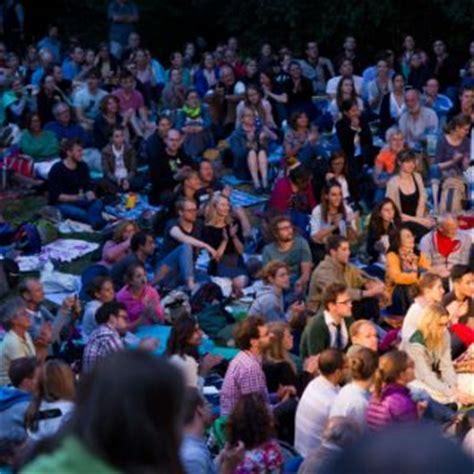 Der Zerbrochene Krug Englischer Garten München by M 252 Nchner Sommertheater M 252 Nchen Das Offizielle