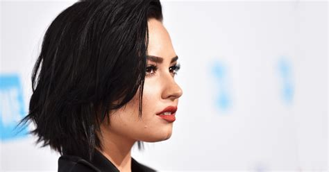 demi bob styles try now celebrity bob hairstyles 2018 hairdrome com