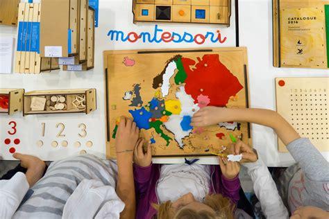 giochi per bambini di 3 anni da fare in casa metodo montessori per bambini da 0 a 3 anni cosa fare