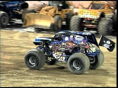 son of grave digger monster truck monster jam son uva digger monster truck puts on a show
