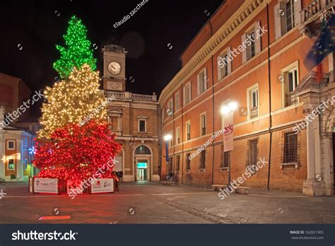 ravenna christmas lights ravenna italy 195 162 194 194 december 19 three lights in square the city defined by